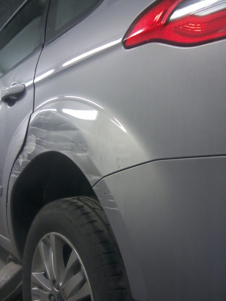 Ford S Max Damaged